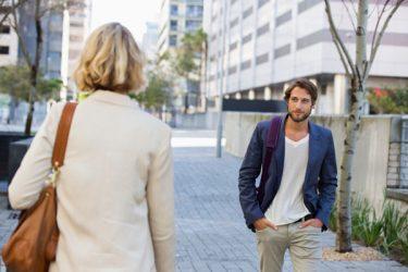 Φλερτάροντας στο δρόμο: 9 συμβουλές για αποτελεσματικές προσεγγίσεις