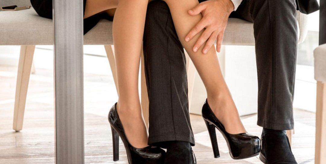 Φλερτ στον Εργασιακό Χώρο: 3 Λάθη που πρέπει να αποφύγεις