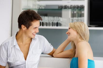 5+1 συμβουλές για το Χιούμορ στο φλέρτ, Γίνε Χαρισματικός: Πώς να έχεις Χιούμορ όταν Φλερτάρεις