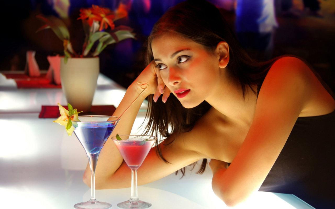 Σταμάτα την Ανάκριση: Πως να κάνεις ερωτήσεις που βοηθούν στο φλερτ
