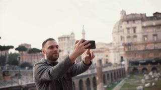 Φλερτ στο Εξωτερικό: Πως τα ταξίδια σε απελευθερώνουν