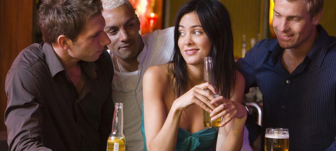 Οι 5 ατάκες που πρέπει να αποφύγεις αν θες να ρίξεις γυναίκα