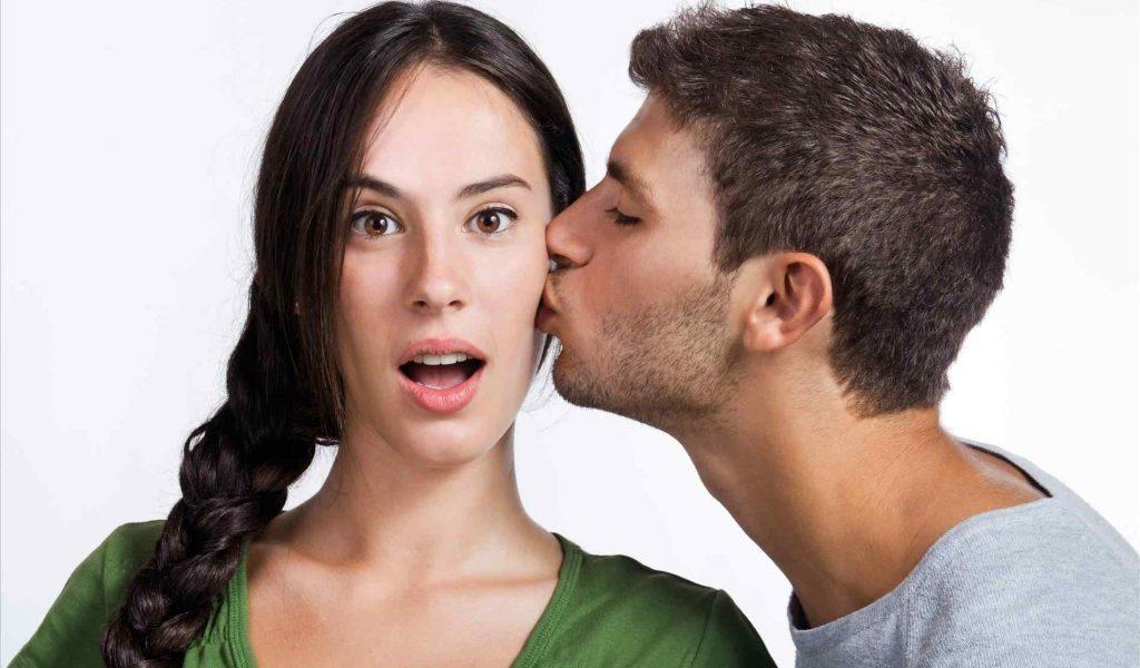 Απλοί τρόποι για να φιλήσεις μία γυναίκα