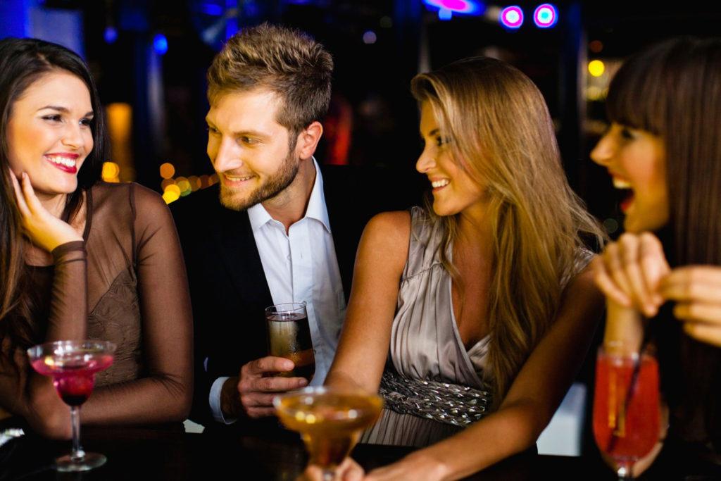 Μάθε πως μπορείς να γνωρίσεις μεγάλες παρέες γυναικών