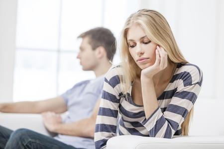 4 σημάδια για να καταλάβεις ότι η κοπέλα σου δεν ενδιαφέρεται πια