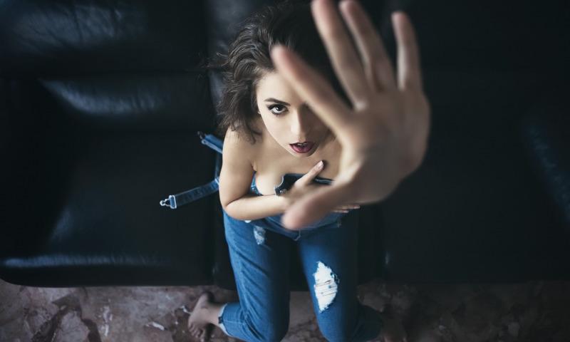 Όταν η απόρριψη γίνεται καθημερινότητα: Μήπως φλερτάρεις για τους λάθος λόγους; Κοινωνική Πίεση: Δεν είναι φλερτ, αλλά παρενόχληση