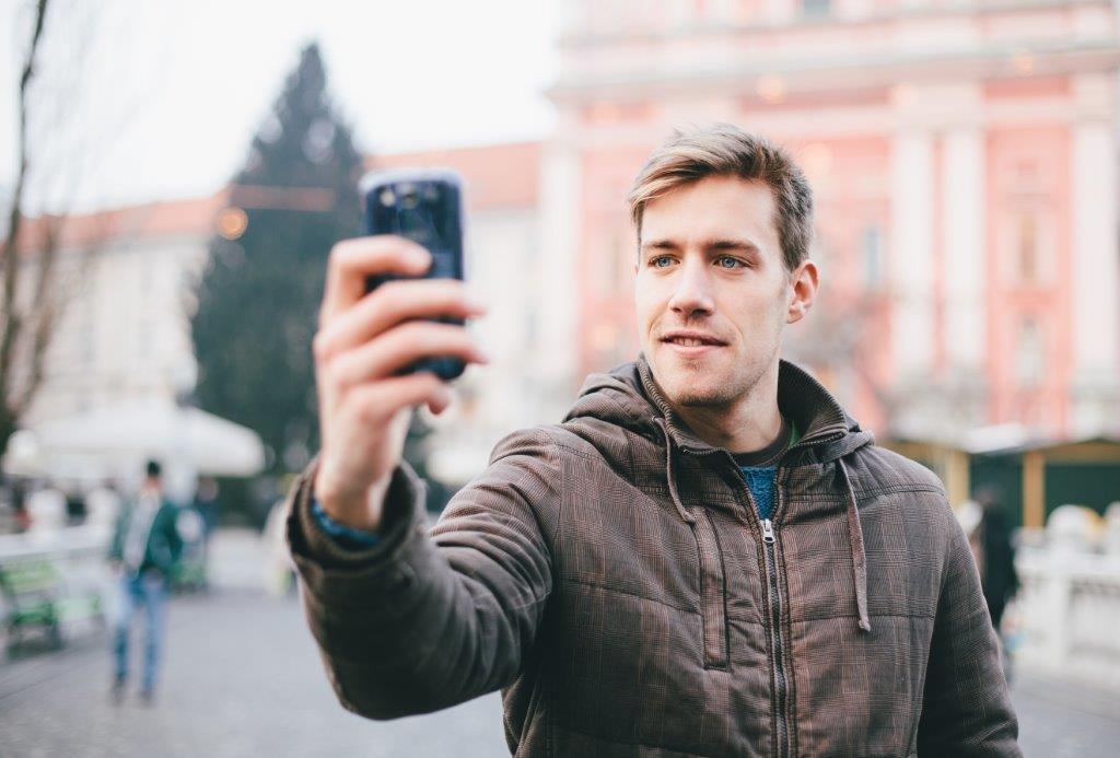 Project Online Dating: 7 Λάθη που πρέπει να αποφύγεις στο προφίλ σου