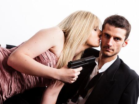 Συναισθηματική Χειραγώγηση : 4 σημάδια για να την καταλάβεις, Τελικά ταιριάζουμε; Πως να καταλάβεις στο ραντεβού αν η κοπέλα σου κάνει