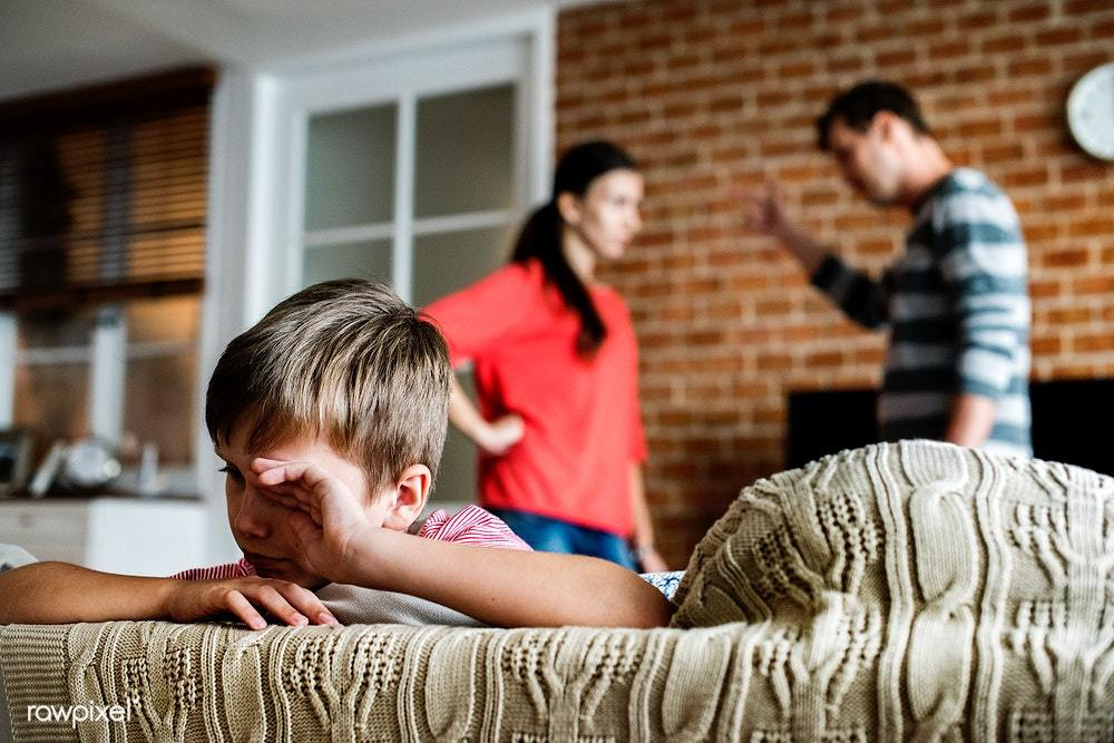 Πώς η Σχέση μας με τους Γονείς μας Επηρεάζει τις Δικές μας Σχέσεις