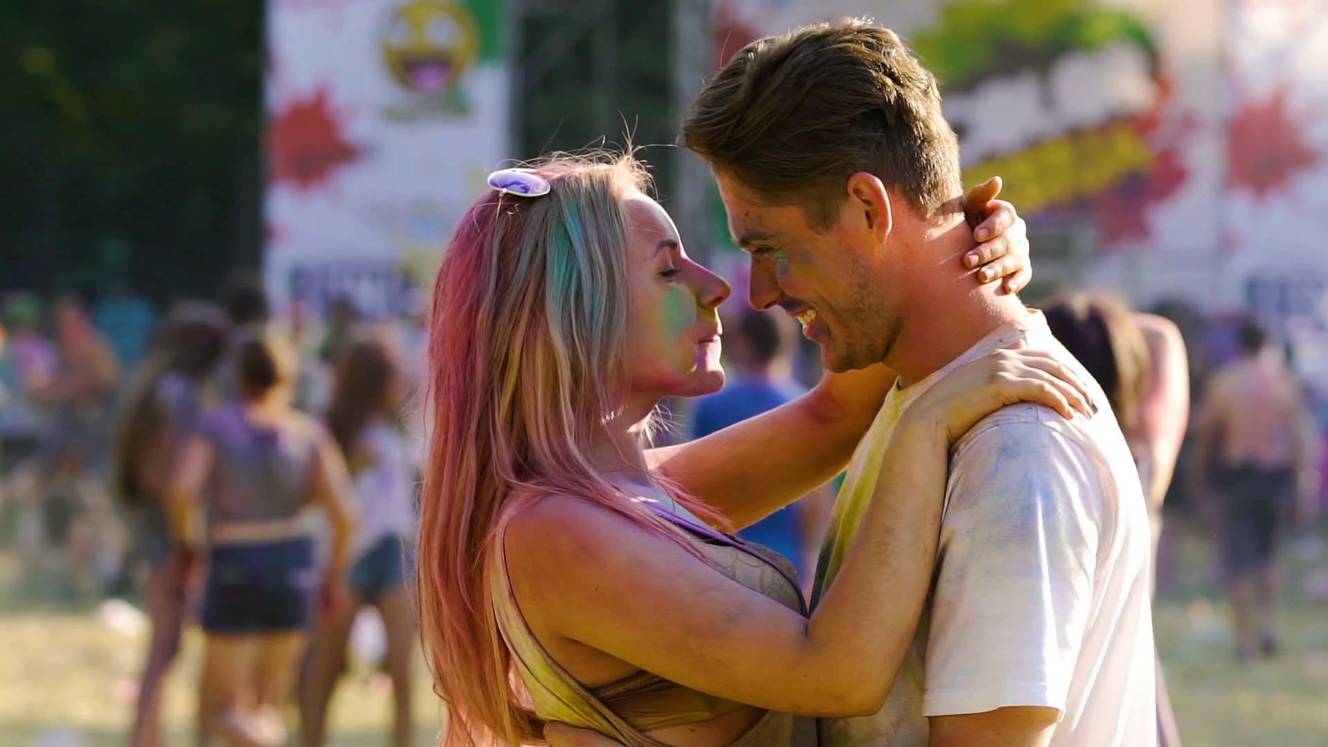Φλερτάροντας σε μεγάλα Φεστιβάλ, Ποιο είναι το Καλύτερο Μέρος για να Γνωρίσεις Γυναίκες;