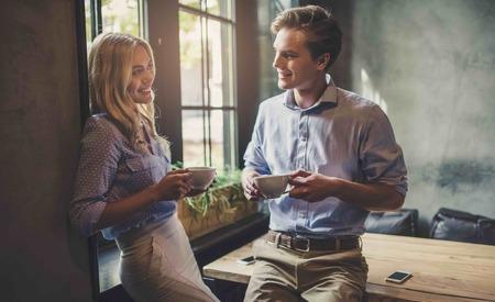 Πώς να Πειράξεις μια Κοπέλα στο Φλερτ με τον σωστό τρόπο, Όντως της Αρέσεις ή θέλει Επιβεβαίωση;