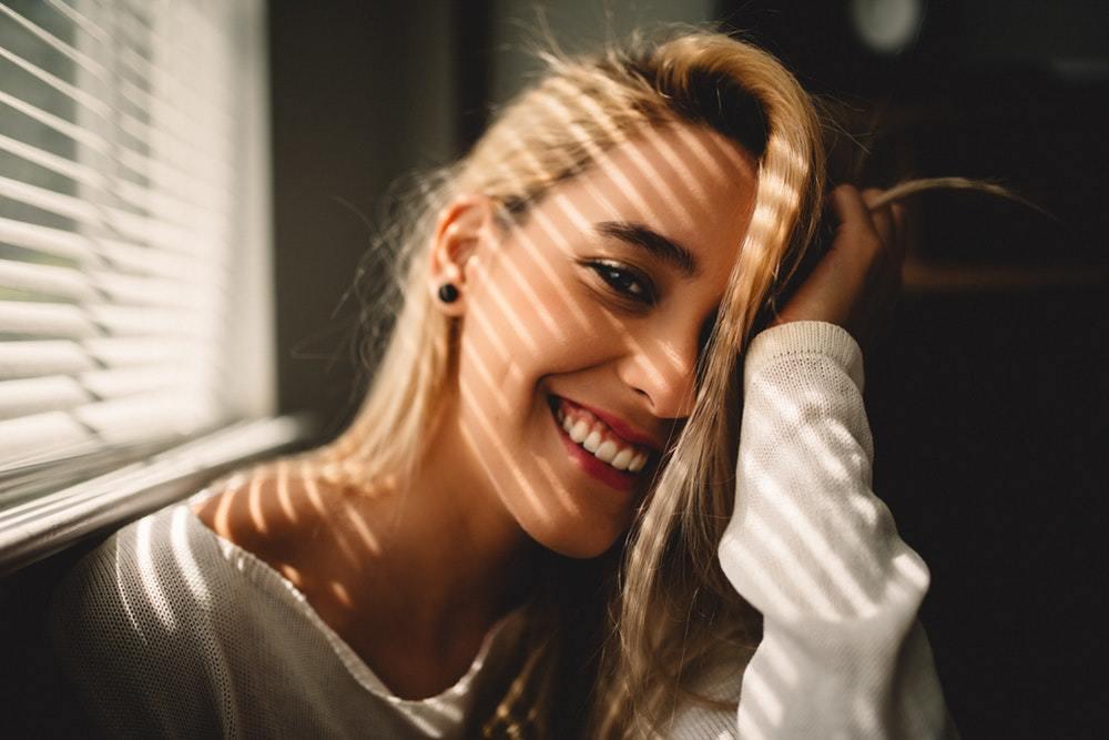 Οι σωστοί τρόποι να την κάνεις να Γελάσει και να νιώσει έλξη