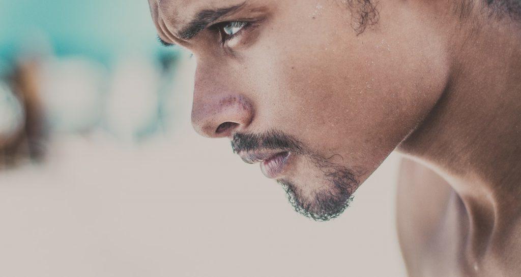 5 Δύσκολες Αλήθειες της Ζωής που κάθε Άνδρας πρέπει να Αποδεχτεί