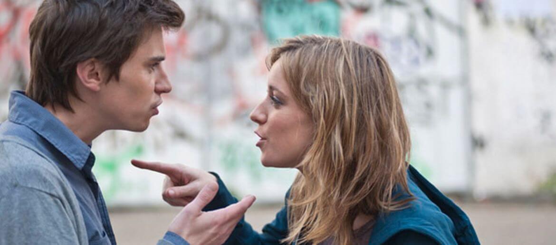 Σχέση Συνεξάρτησης: Πώς να καταλάβεις έγκαιρα αν η κοπέλα σου θα σε πρήζει