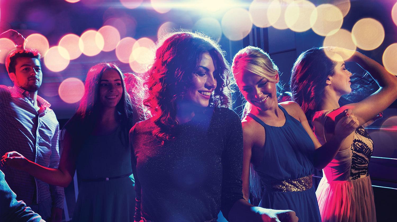 Πώς να γνωρίζεις Κοπέλες στα Πάρτυ