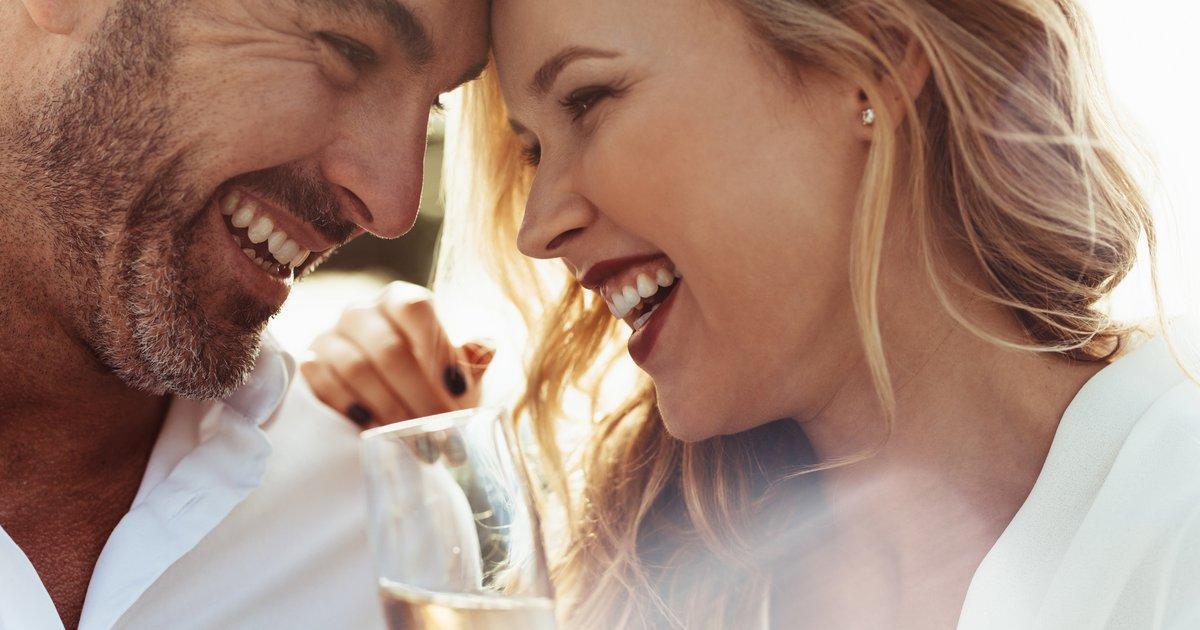 Γίνε Χαρισματικός: Πώς να έχεις Χιούμορ όταν Φλερτάρεις