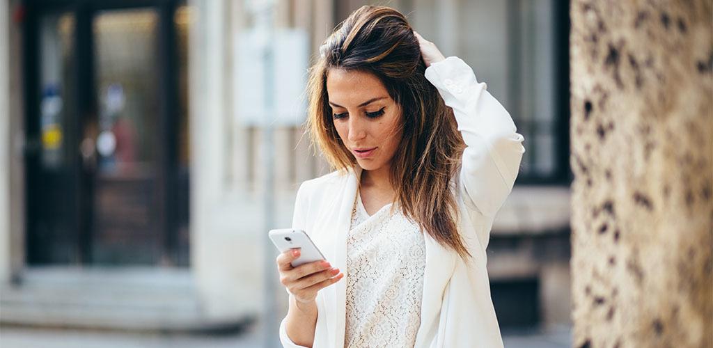 Πως οι εφαρμογές γνωριμιών σε κάνουν χειρότερο με τις γυναίκες