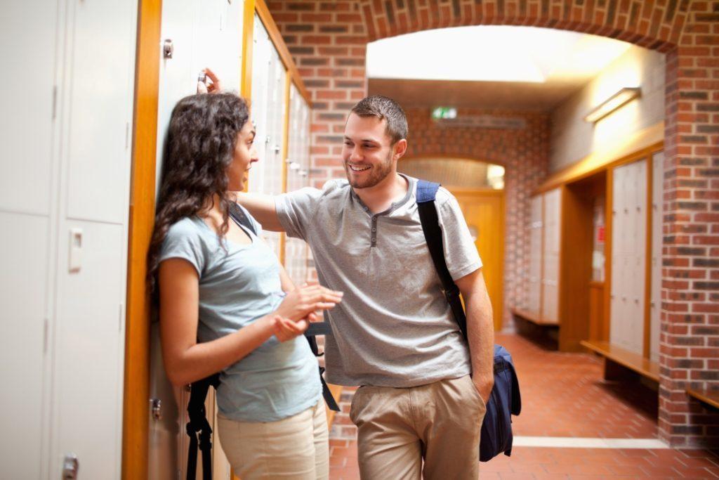 Φλερτ στη Σχολή με Συμφοιτήτρια