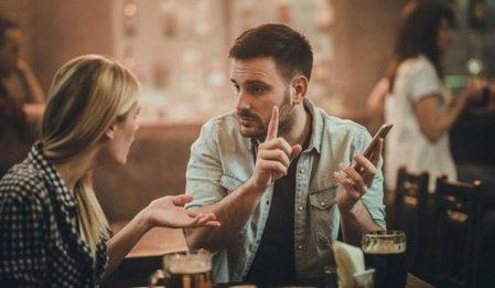 Πως να αξιοποιείς σωστά τις ιστορίες απ' τη ζωή σου στο φλερτ