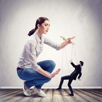 Χειριστικές γυναίκες: Αυτή που σε μειώνει