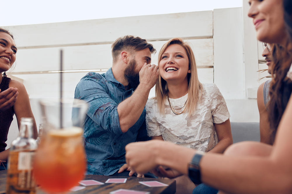 Γίνε πιο ζωηρός: 3 τρόποι να ανεβάσεις την Διάθεση της παρέας, Σπάσε το μοτίβο: Πώς να ξανακερδίσεις το ενδιαφέρον της, όταν το χάνεις