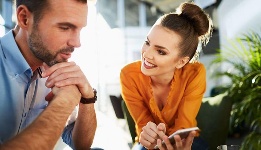 6 Κανόνες για διακριτικό φλερτ στο Γραφείο
