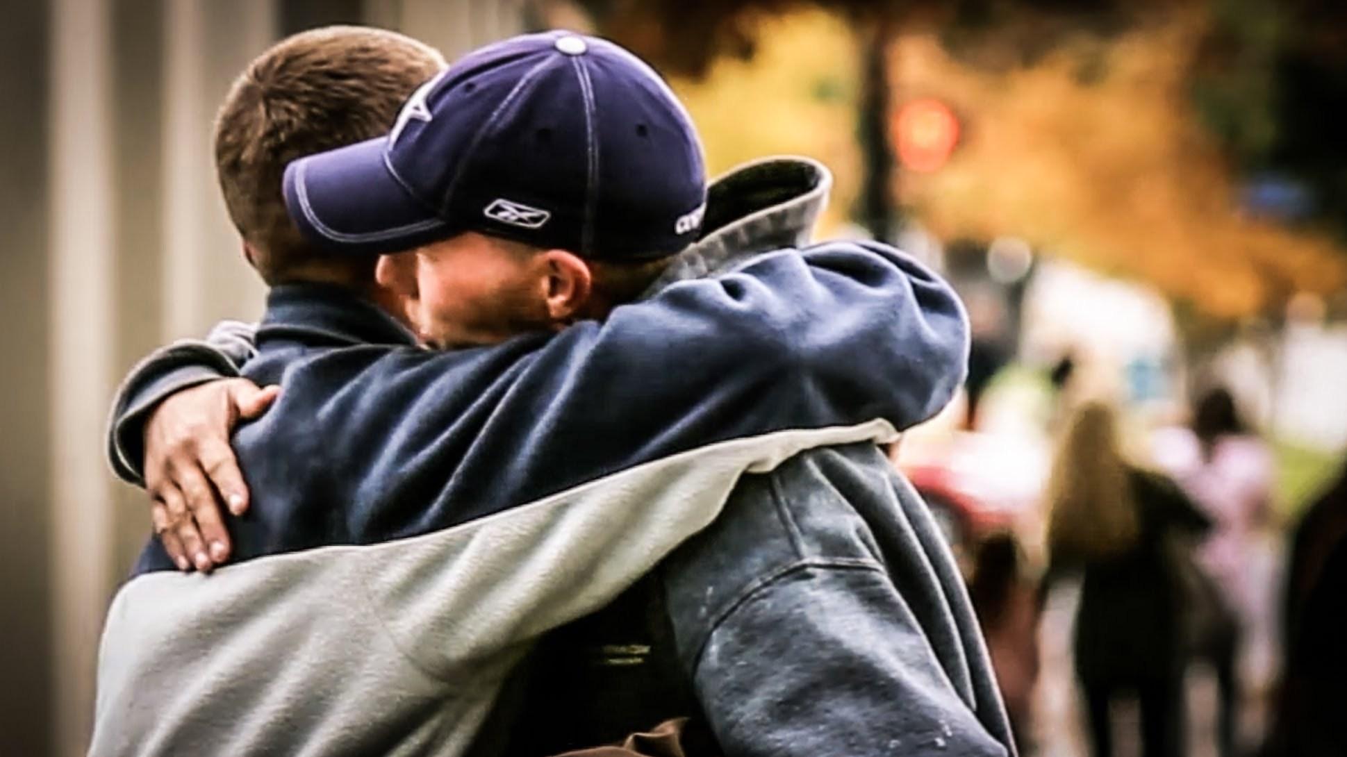 Άνδρας σημαίνει να βοηθάς όσους βρίσκονται σε ανάγκη