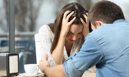 4 τρόποι που γίνεσαι πιεστικός στη σχέση σου