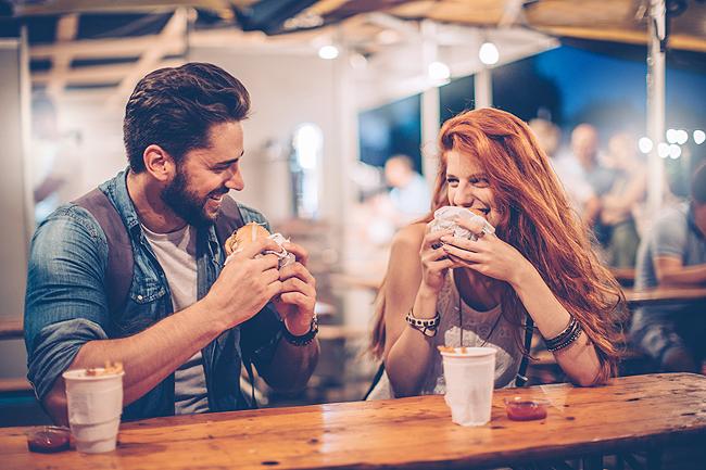 Πώς να της Ζητήσεις να Βγείτε Ραντεβού και να έχεις αποτέλεσμα, Το τρίπτυχο της επιτυχίας: 3 βασικές Αρχές για ποιοτικές σχέσεις, Όχι πια Ντροπαλός: Πως να γίνεις Επικοινωνιακός Τύπος
