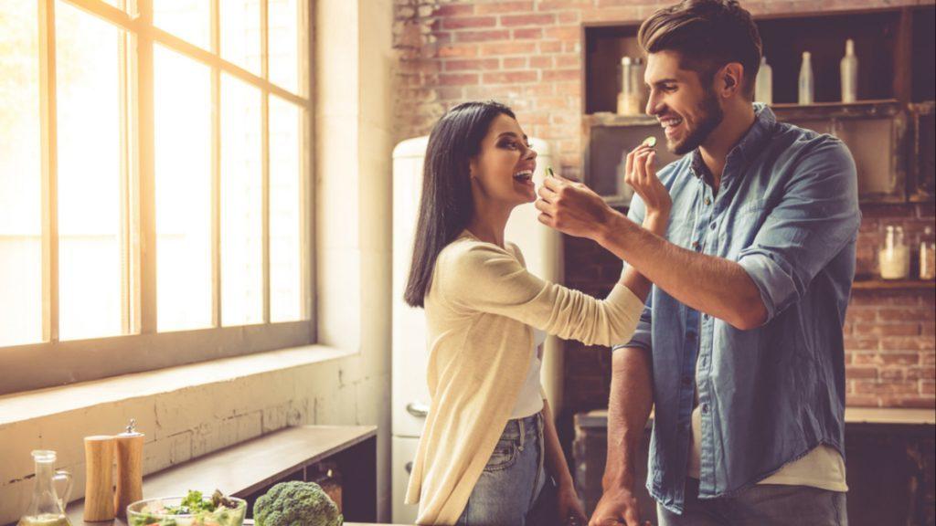 Χημεία ή συμβατότητα: Τι έχει μεγαλύτερη σημασία για μια ποιοτική σχέση;