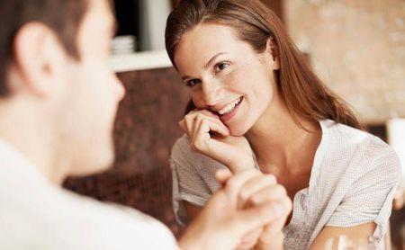 Πως να γίνεις χαρισματικός με τις γυναίκες