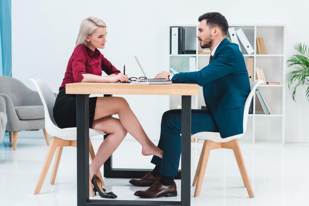 Φλερτ στη Δουλειά: 4 Λάθη που πρέπει να αποφύγεις